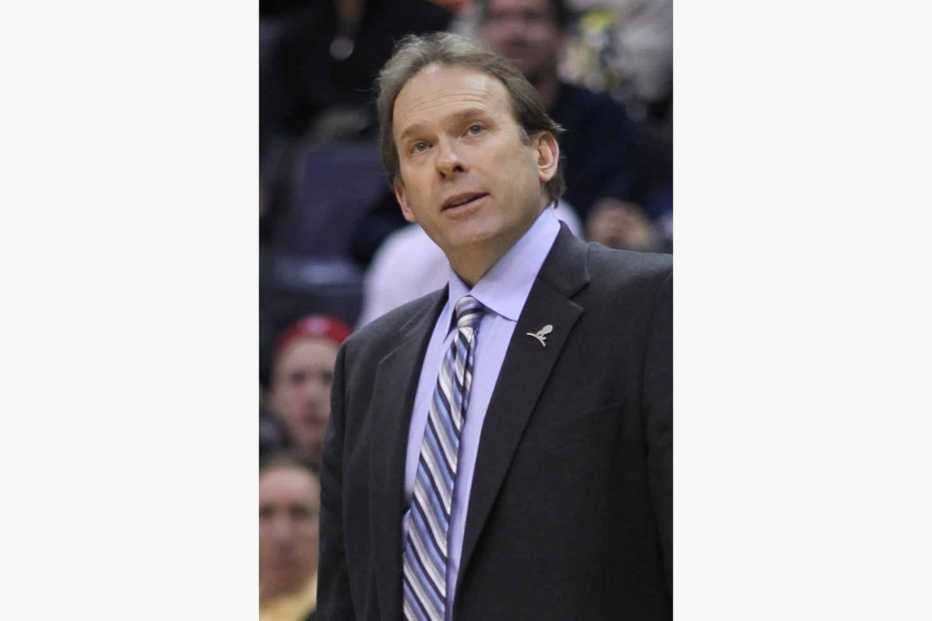 Kurt Rambis coaching