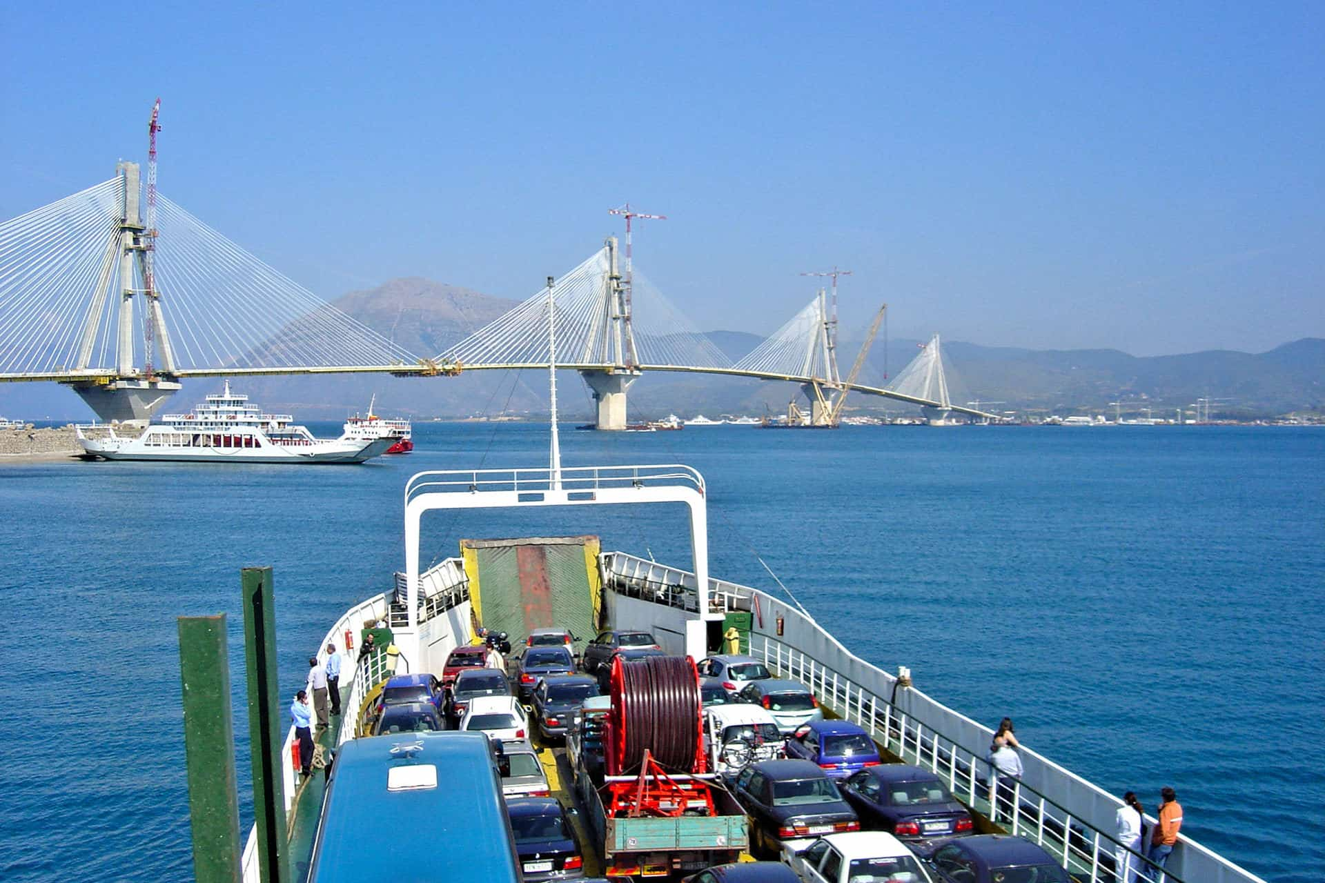 Rion-Antirion: Ferry boats passing by the almost-completed bridge