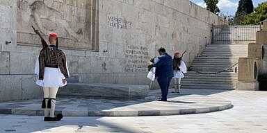 AHEPA Supreme President George G. Horiatis lays a wreath at the Tomb of the Unknown Soldier